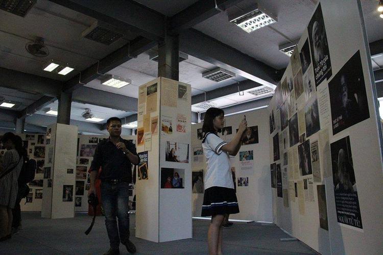 """Nhiều bức hình quý giá về cuộc sống của thầy Văn Như Cương trong triển lãm """"Dấu Ấn""""."""