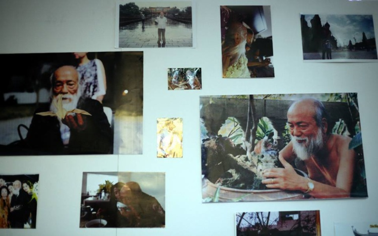 """Những hình ảnh về cuộc sống hàng ngày của """"ông tiên tóc bạc""""."""