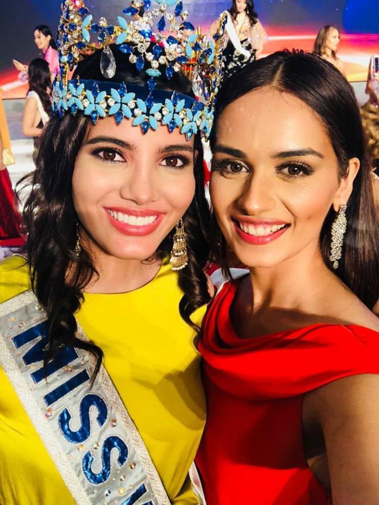 Manushi Chhillar và Hoa hậu Thế giới tiền nhiệm Stephanie Del Valle.