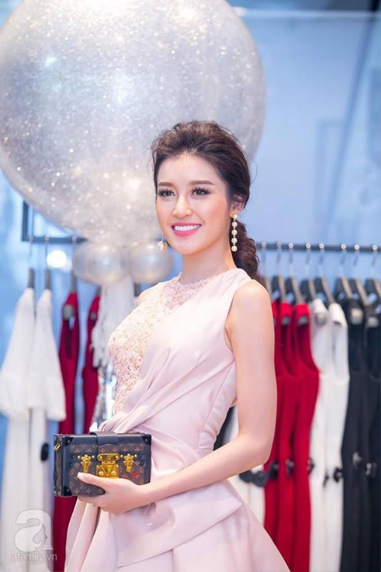 Bốt Balenciaga lọt bảng phong thần 5 phụ kiện hot dễ khiến mỹ nhân Việt điêu đứng