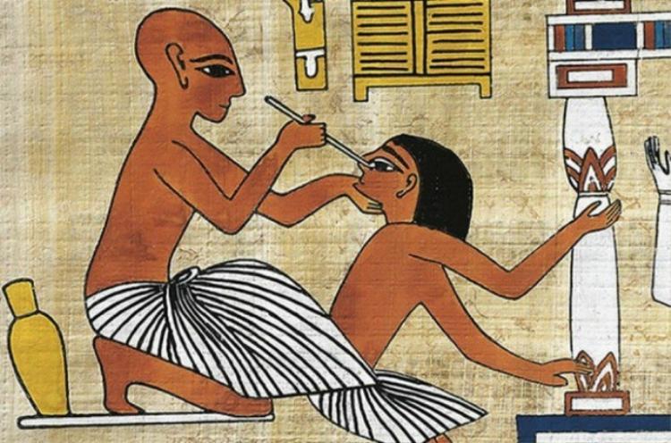 Người Ai Cập cổ đại khám chữa mắt bằng những phương pháp khá kì dị.