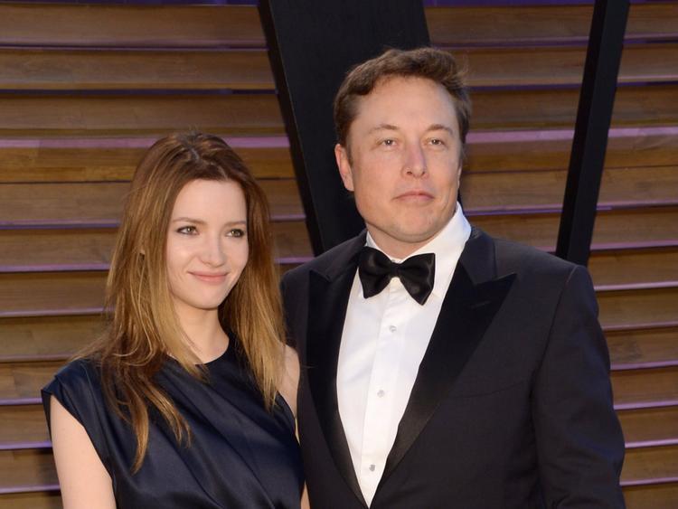 Năm 2013, cặp đôi quyết định tái hôn nhưng chỉ hai năm sau, Elon Musk lại nộp đơn xin ly hôn.