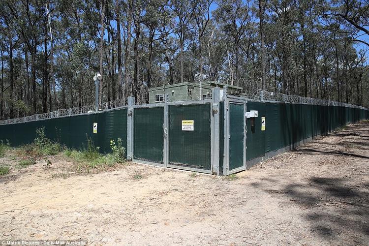 """""""Trang trại xác chết"""" nằm dưới chân dãy núi Blue, phía tây Sydney và được bao quanh bởi hàng rào dây thép gai và CCTV theo dõi liên tục."""
