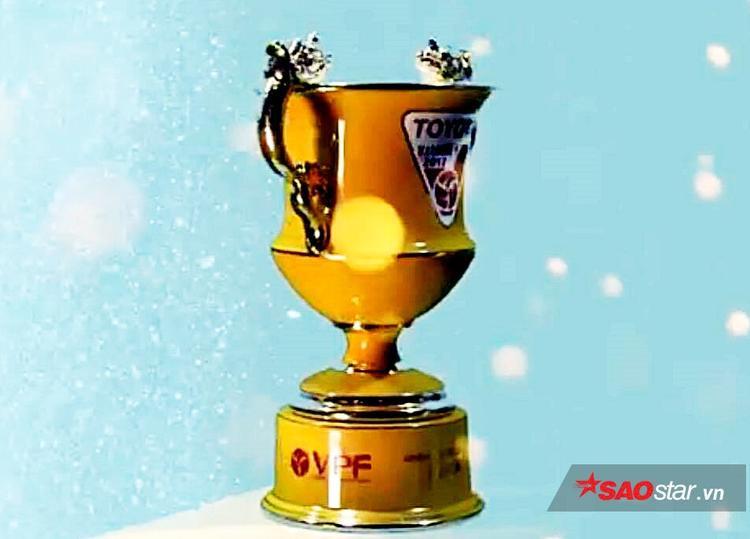 Chiếc Cúp sứ được trao cho nhà vô địch ở đêm Gala.