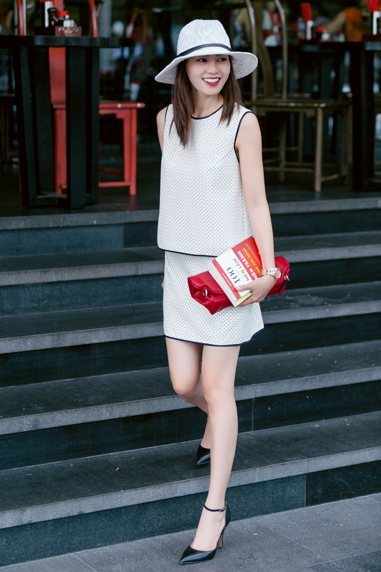 Ở gout thời trang đường phố, Lan Ngọc vẫn không có khởi sắc hơn là bao so với váy áo diện tại sự kiện thảm đỏ.