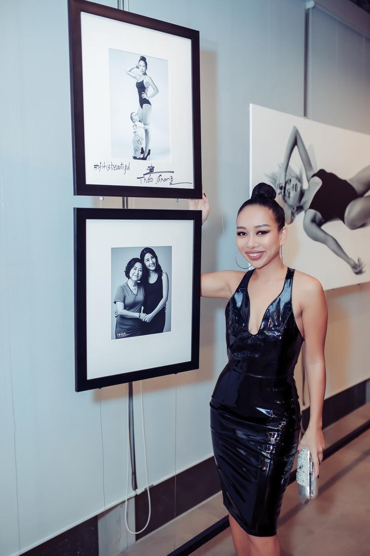 Thảo Trang diện váy xẻ sâu khoe ngực đẫy đà cùng vòng eo đáng ngưỡng mộ sau khi sinh con.