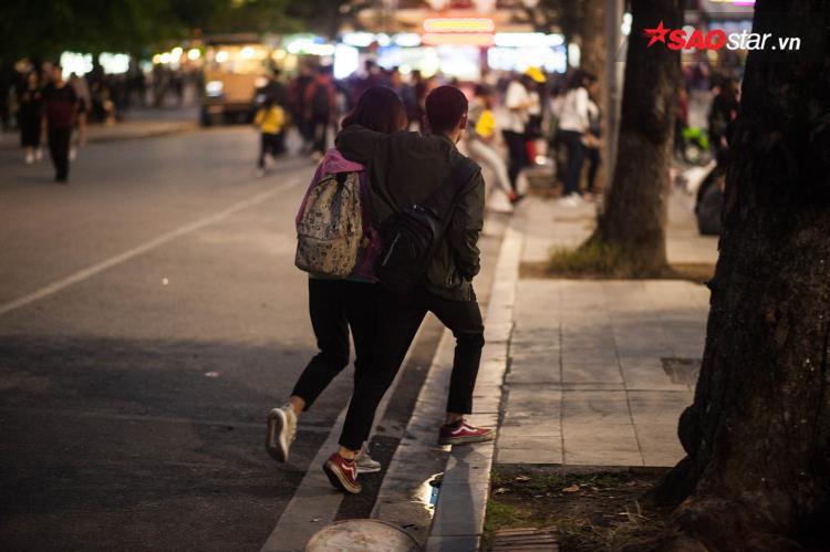 Những bước chân vội vã trên phố.
