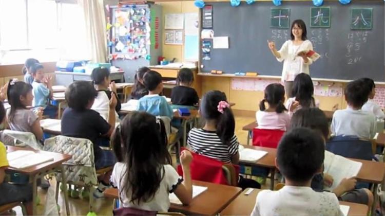 Không giống như các nước khác, Nhật Bản không có ngày nhà giáo. Bởi theo quan điểm của người Nhật, tổ chức ngày lễ kỷ niệm cho nghề giáo viên sẽ khơi dậy trong dư luận sự đố kỵ giữa các nghề khác.