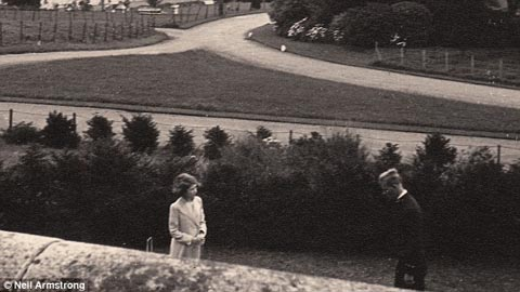 Lần đầu gặp mặt giữa Công chúa Elizabeth và Hoàng tử Philip của Hy Lạp.