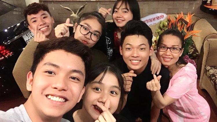 Team Cẩm Ly ở hai mùa (2014, 2015) cùng tụ họp nhân Ngày Nhà giáo Việt Nam.