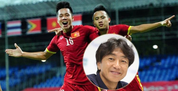Thanh Bình và Huy Toàn gửi lời chúc đến thầy Miura.