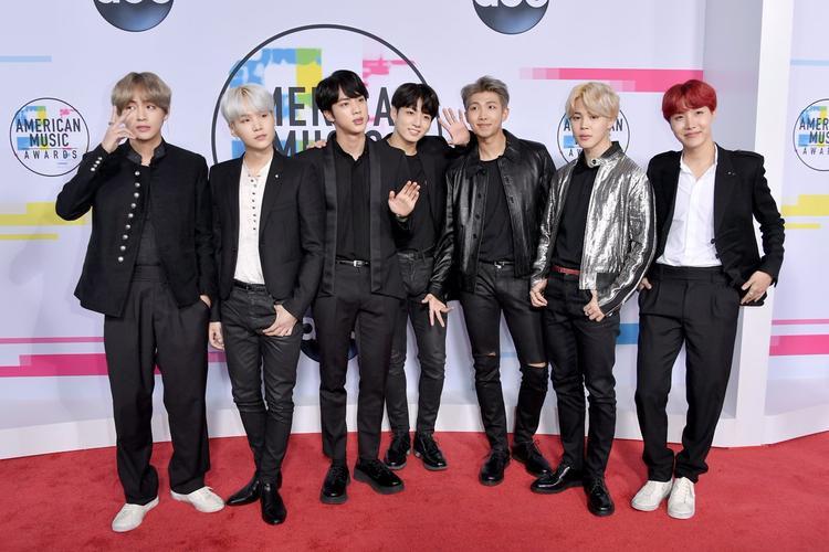 BTS trên thảm đỏ AMAs.