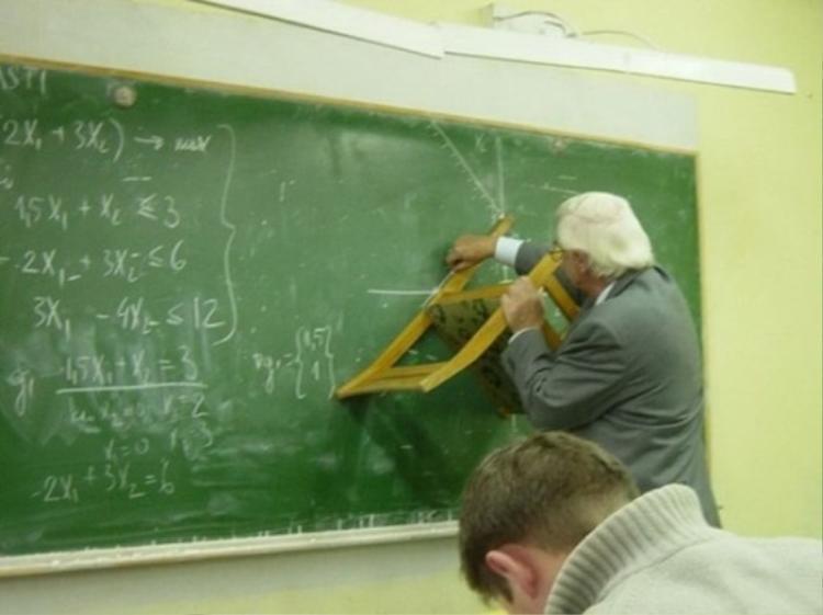 Một thầy giáo thực thụ có thể nhìn ra đồ dùng giảng dạy ở khắp mọi nơi.