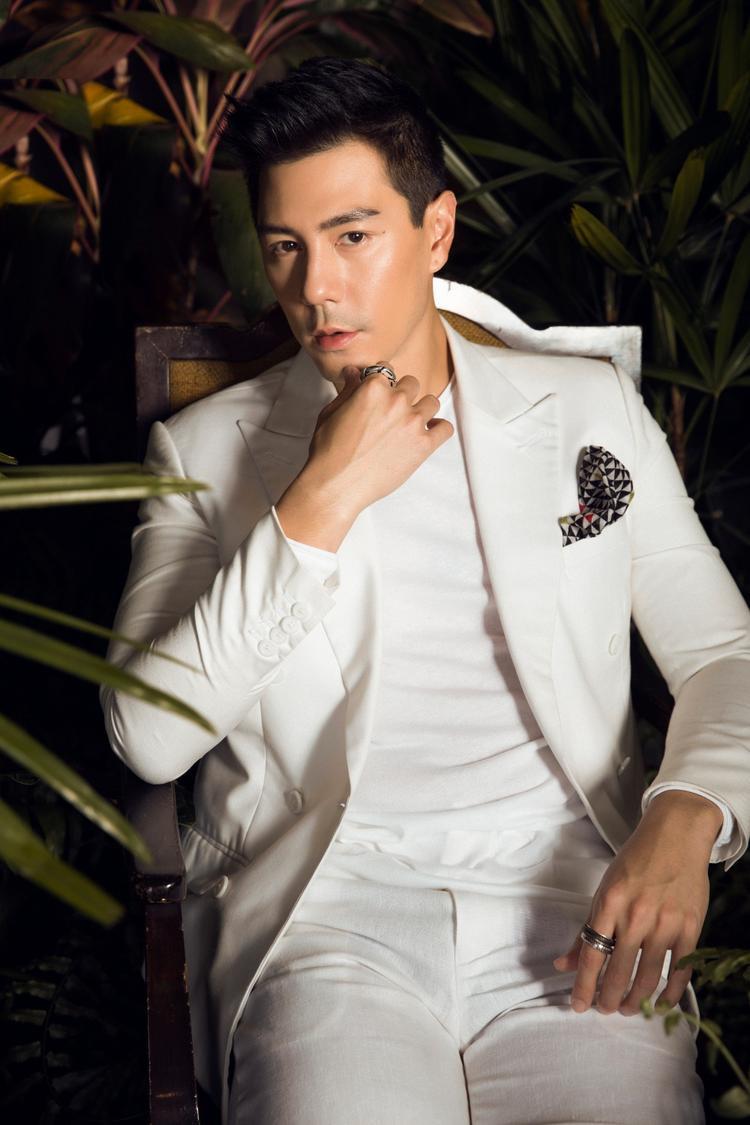 Sở hữu thân hình vạm vỡ, chiều cao 1,84m và gương mặt điển trai khiến Dome luôn được xếp vào top đầu trong những nam tài tử đẹp trai nhất của Thái Lan.