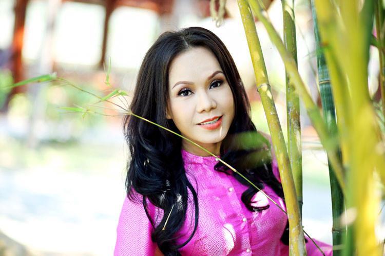 Ngoài ra poster còn hé lộ bộ ba nhân vật mới bao gồm nghệ sĩ Việt Hương