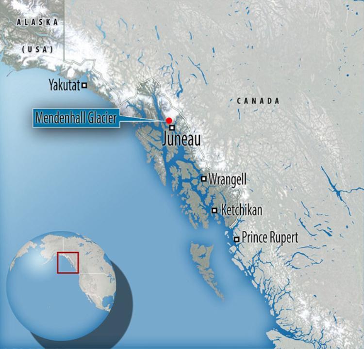 Sông băng Mendenhall dài khoảng 12km và nằm trong thung lũng Mendenhall, cách trung tâm thành phố Juneau, Alaska về phía đông nam 12 km. Tưởng chừng trong động băng chỉ có màu trắng lạnh lẽo nhưng không ngờ bên trong đó là cả một thế giới nhiệm màu.