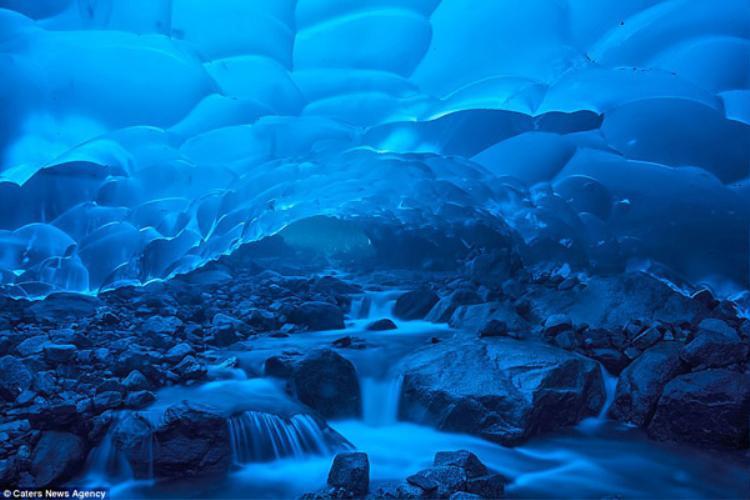 """Không ngờ trong một nơi nguy hiểm như động băng lại có """"chốn bồng lai tiên cảnh"""" tuyệt đẹp như thế này."""