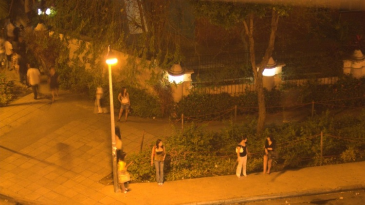 """Gái mại dâm ở """"phố đèn đỏ"""" Geylang. Ảnh: SCMP"""