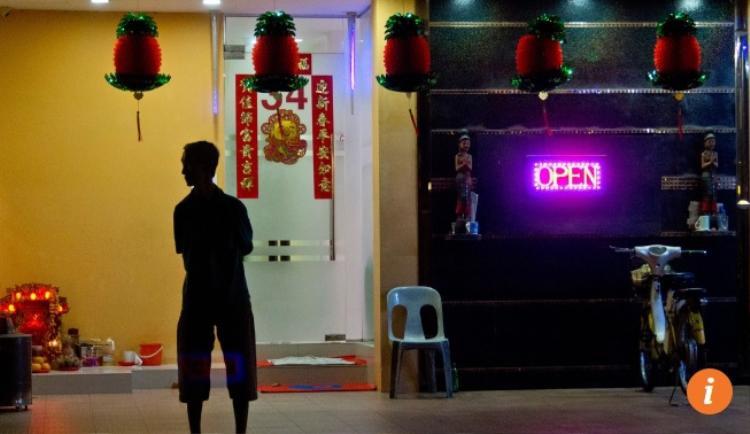 """Các nhà thổ hoạt động ở khu vực riêng, được chính phủ quy hoạch, như kiểu """"phố đèn đỏ' Geylang. Ảnh: SCMP"""