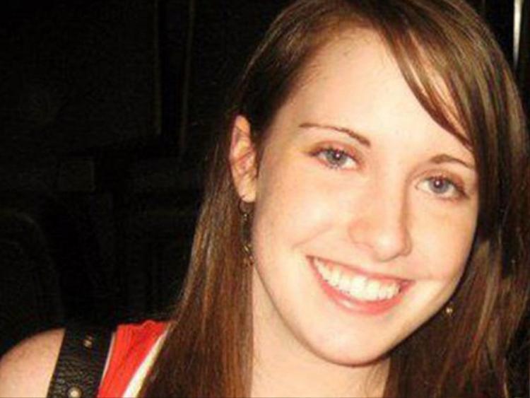 Ngoài đời, cô gái có tên Laina Morris, năm nay 24 tuổi, rất… bình thường. Sự nổi tiếng bất ngờ cũng đã mang về cho cô thu nhập 6 con số.