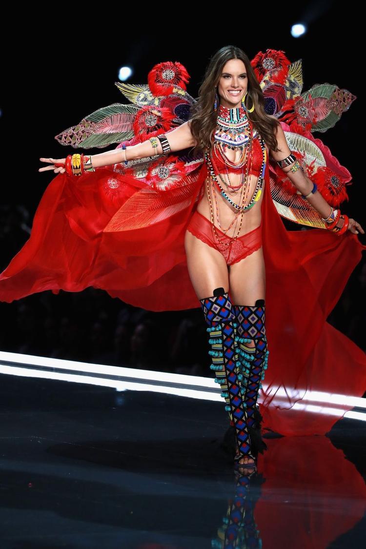 Alessandra Ambrosio đã để lại rất nhiều nuối tiếc trong lòng người hâm mộ khi không tham gia Victoria's Secret Fashion Show nữa.
