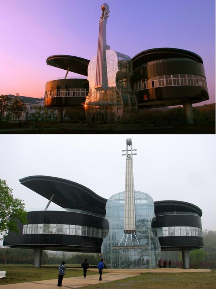 """Được các sinh viên chuyên ngành kiến trúc tại trường Đại học Công nghệ Hợp Phì xây dựng năm 2007 tại tỉnh An Huy, tòa nhà được quy hoạch là một phòng trưng bày. Theo thiết kế, phần """"violin"""" của tòa nhà có nhiệm vụ chính là cầu thang và nơi di chuyển đến các căn phòng ở phần """"Piano""""."""