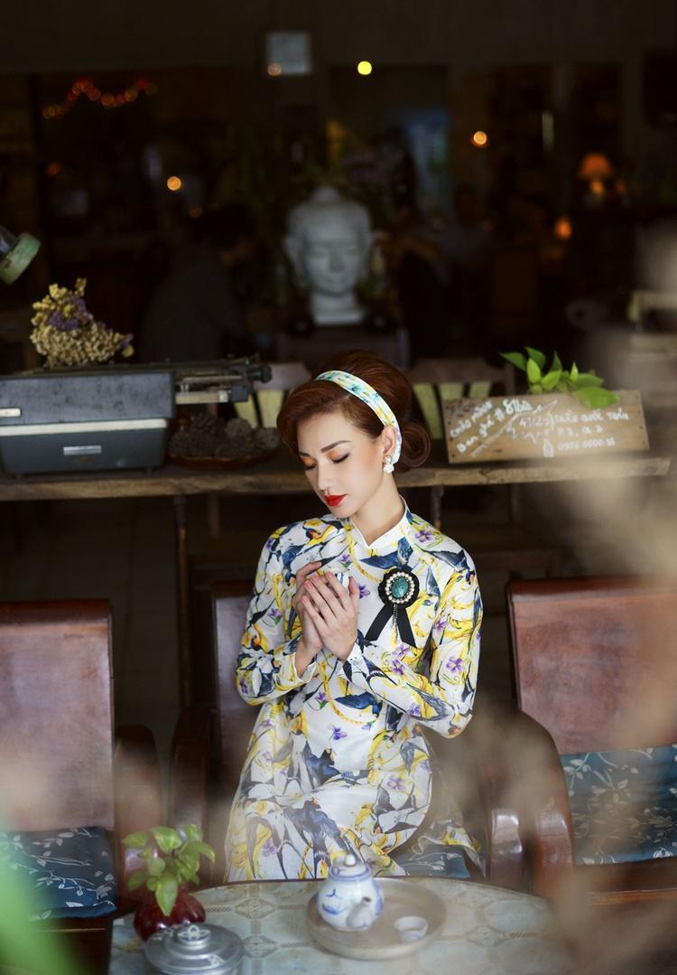 Lột bỏ vẻ gợi cảm thường thấy, Quỳnh Chi hoá thân làm Cô Ba Sài Gòn