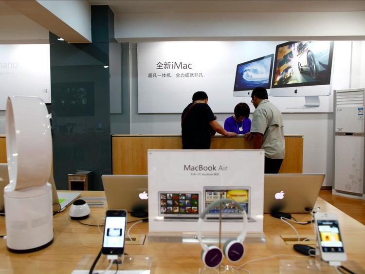 Nhân viên ở những Apple Store giả dường như tin rằng họ đang làm việc tại Apple Store chính thức.