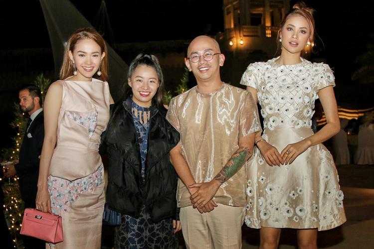 """Từ trái sang phải: Minh Hằng - NTK Phương My - """"Phù thủy make up"""" Minh Lộc - Hoa hậu Phạm Hương."""