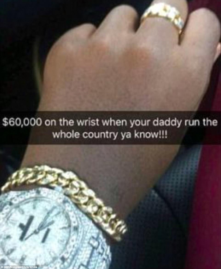 Sống sang chảnh không kém anh trai là cậu em Chatunga (20 tuổi). Anh chàng cũng thể hiện sự giàu có bằng đổ rượu vào một chiếc đồng hồ Rolex trị giá 60.000 USD trong một câu lạc bộ đêm.