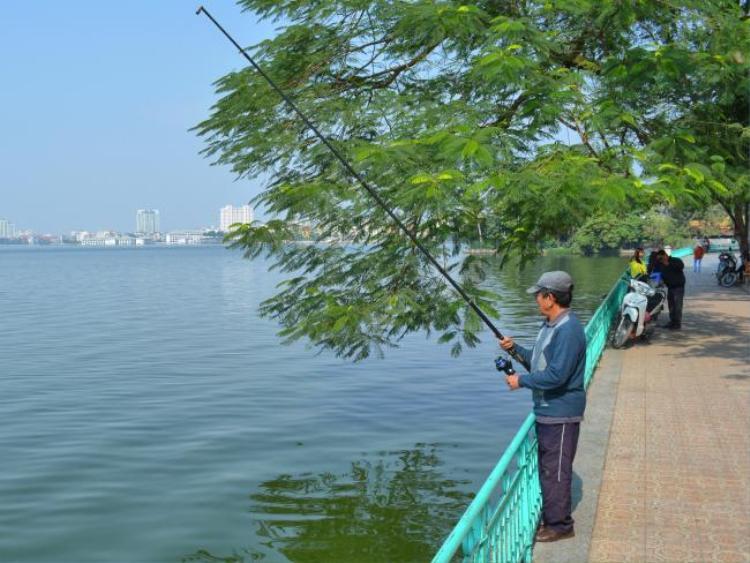 Một số cảnh đẹp nhất Hà Nội có thể tìm thấy dọc theo Hồ Tây.