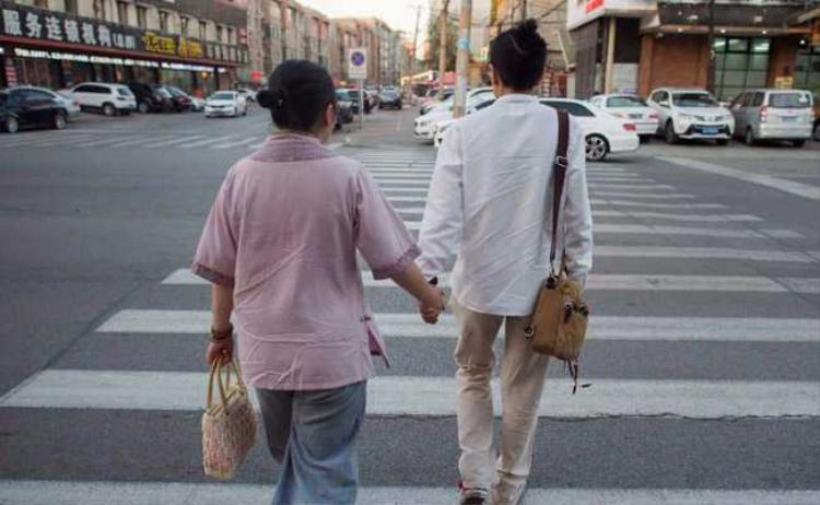 """Xiaoxiong và Xiaojing tìm tới những cuộc """"hôn nhân hợp tác"""" để làm hài lòng cha mẹ chuyện kết hôn mà vẫn có thời gian dành tình cảm cho nhau. Ảnh: AFP"""