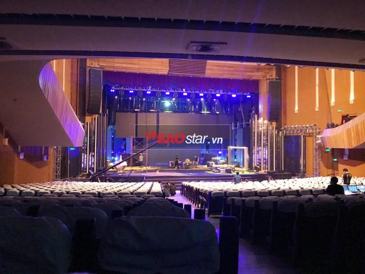 Dù chưa hoàn thiện, có thể thấy độ hoành tráng từ sân khấu lễ trao giải hàng đầu châu Á.