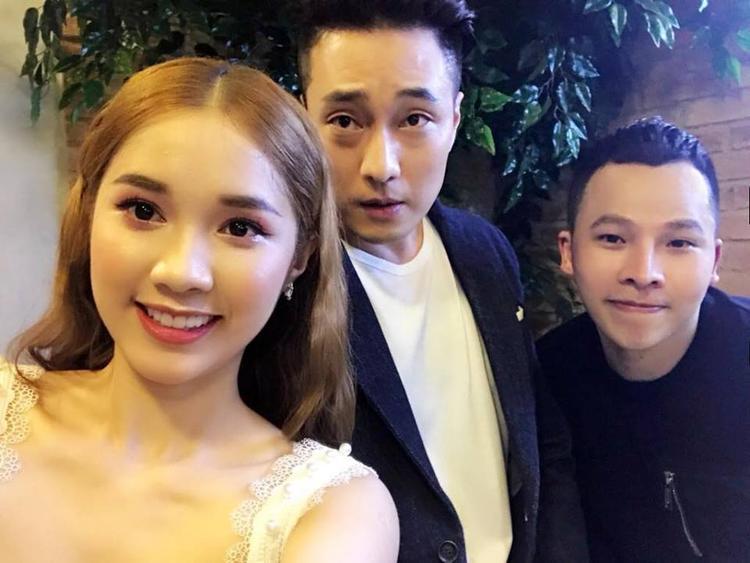 So Ji Sub chụp ảnh lưu niệm cùng ông bầu Vũ Khắc Tiệp, người đẹp Quỳnh Hương.