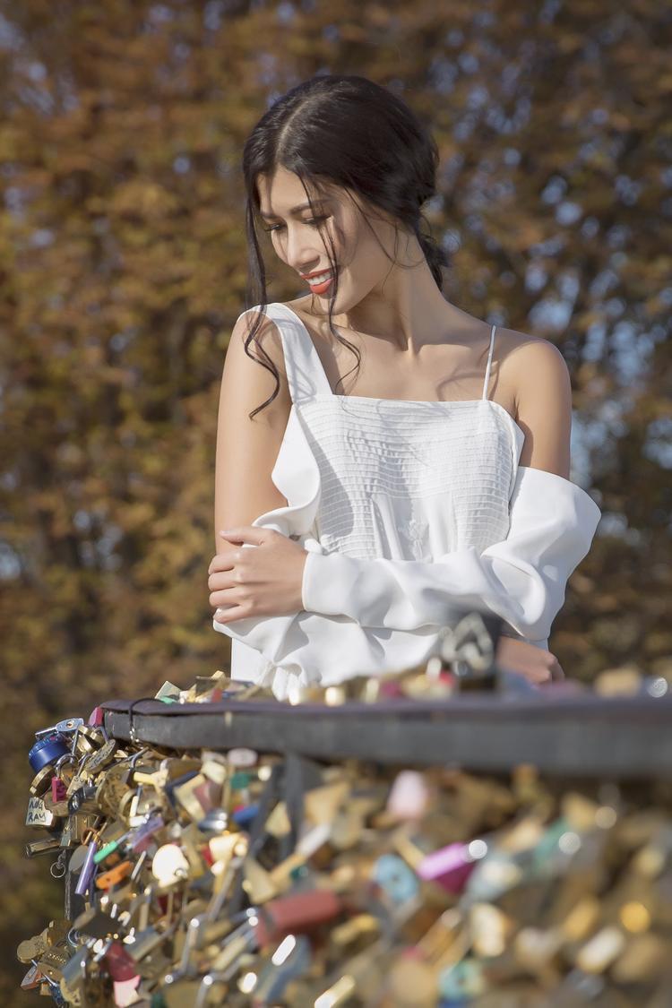 Các mẫu thiết kế sử dụng kết hợp đa dạng nhiều loại chất liệu như bố, linen mộc mạc, đến voan thun mượt mà, đem đến sự thoải mái cho người mặc.
