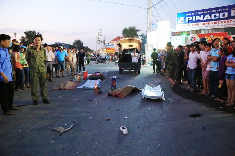 Hiện trường vụ tai nạn khiến 2 bé gái tử vong, 2 người khác bị thương tật trên 50% - (Ảnh: Văn Dũng)