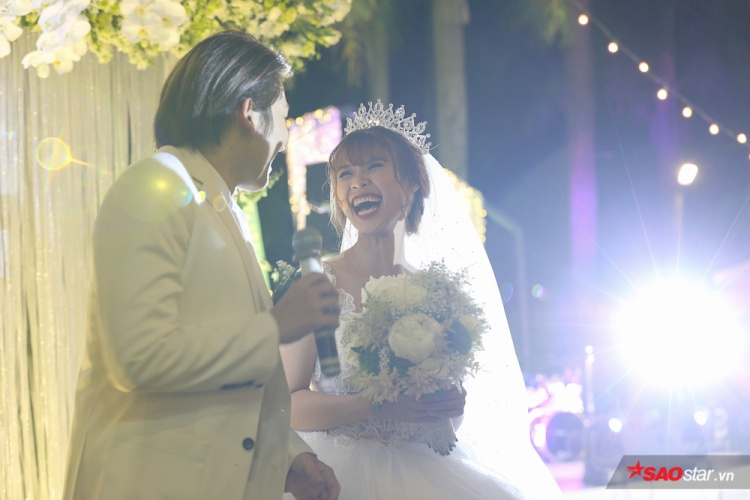 Không thể tình hơn, Khởi My  Kelvin Khánh hôn nhau 15 giây trong tiệc cưới