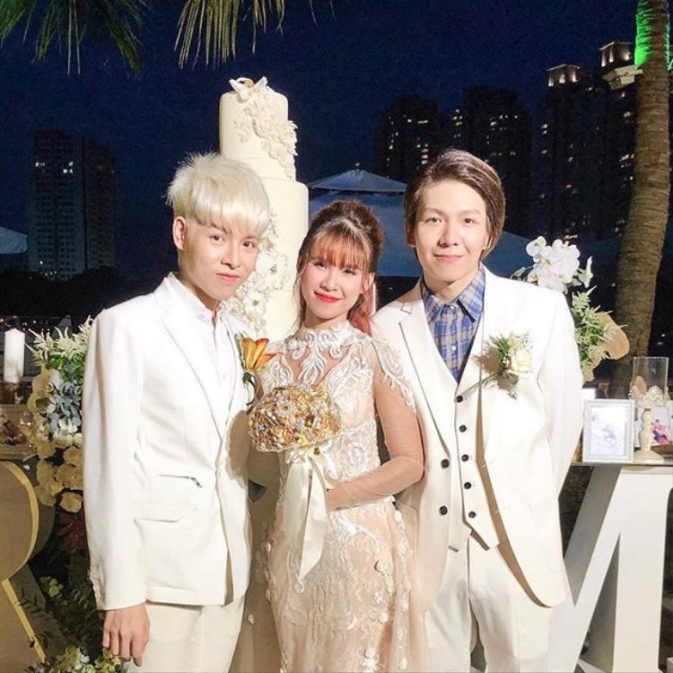 """""""Sau tất cả"""", Đức Phúc hào hứng chia sẻ ảnh bên cặp đôi hot nhất nhì showbiz Việt."""