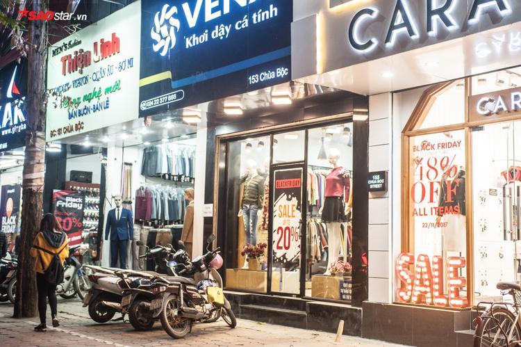 """Nhiều cửa hàng đã tiến hành sale mạnh để thu hút khách hàng dù ngày """"thứ sáu đen"""" chưa đến."""
