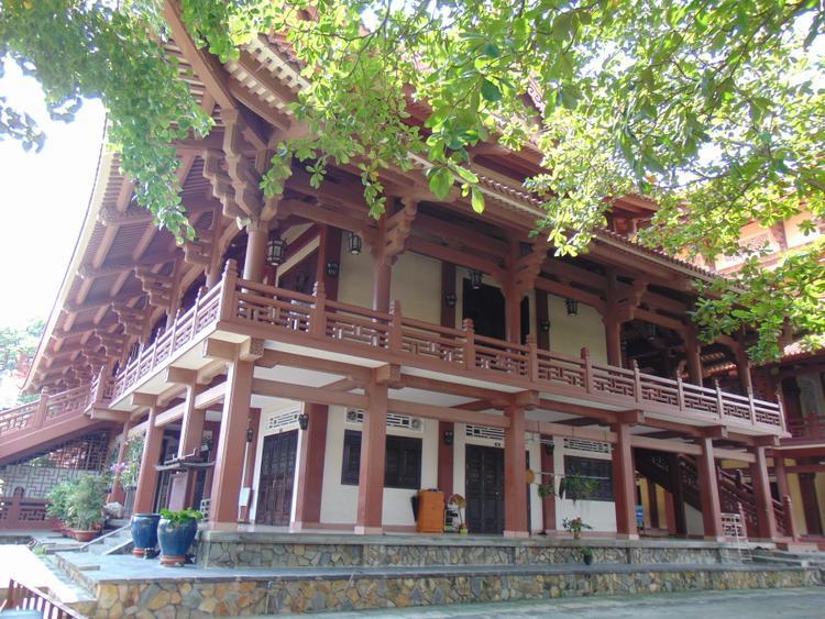 Chùa Huệ Nghiêm sở hữu nhiều kỷ lục về các báu vật và công trình có trong chùa.