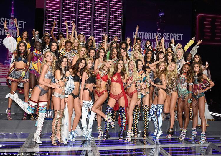 Victoria Secret Fashion Show 2017 show kết thúc mãn nhãn tại Thượng Hải để lại nhiều ấn tượng đặc biệt.