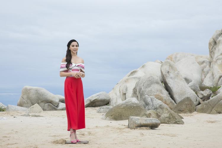 Người đẹp HHHV khoe eo thon đốt mắt khán giả trong thử thách Quảng cáo thời trang