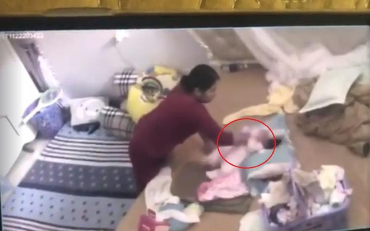 Hình ảnh bà Hàn bạo hành cháu bé.