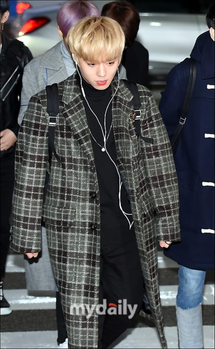 Park Ji Hoon điển trai như nam thần.