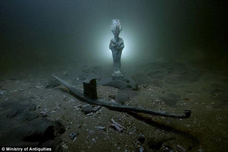 Bức tượng vị thần Oscaris được tìm thấy.
