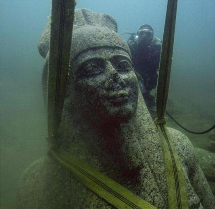 Bức tượng vị thần Hapy được tìm thấy.