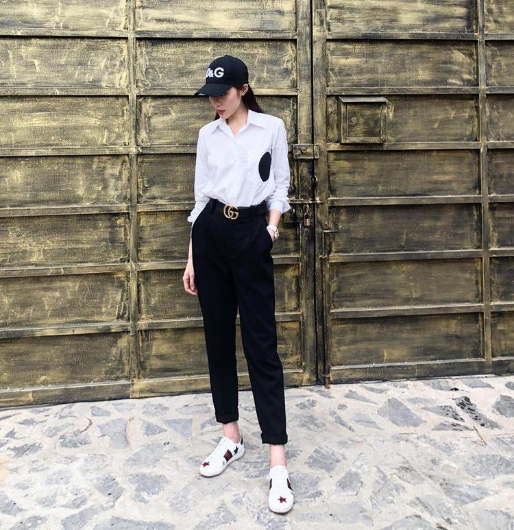 Chiếc mũ D&G được Duyên kết hợp với bộ đồ trắng ăn ý.