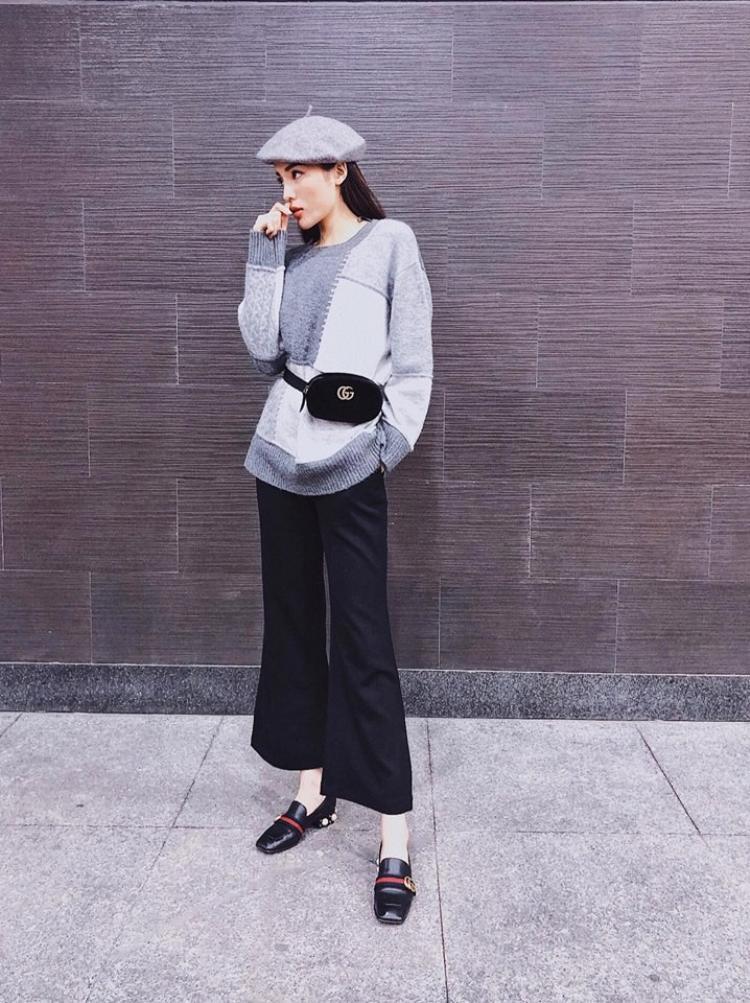 Kỳ Duyên cũng không bỏ qua chiếc mũ này. Cô nàng chọn áo len oversize match với chiếc mũ nồi màu ghi xinh xắn.