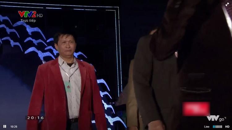 Thảm đỏ LHP Việt Nam lần thứ XX: Rối ren, MC Minh Tiệp và á hậu Thanh Tú liên tục giới thiệu sót tên khách mời