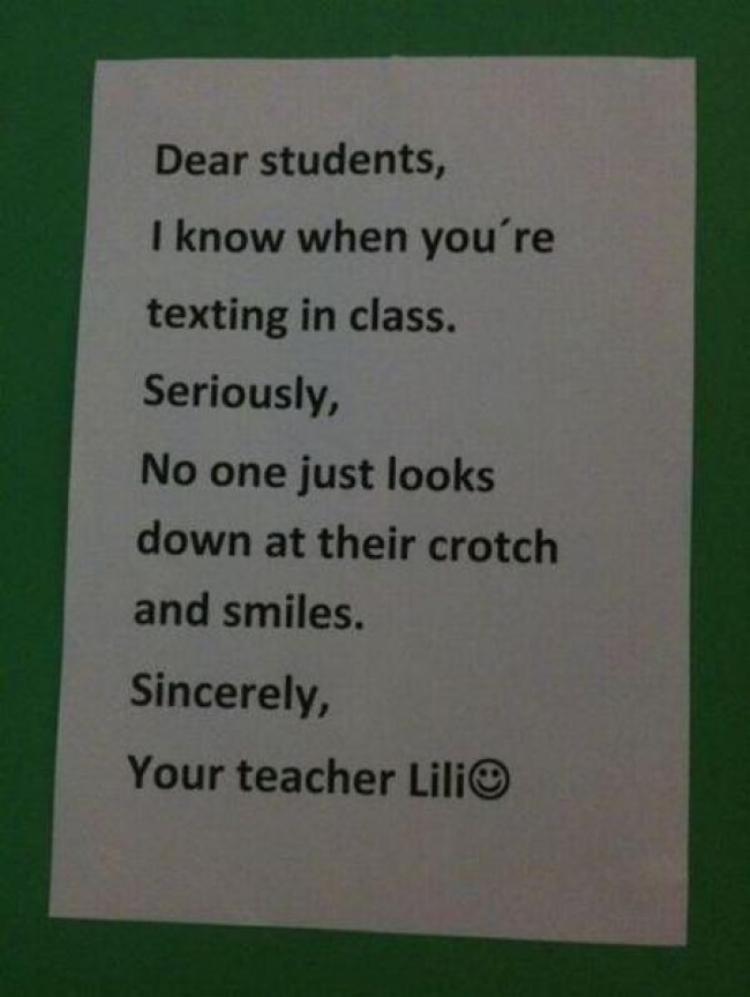 """Nguồn gốc của câu nhận định nổi tiếng:"""" Các em học sinh thân mến, thực lòng mà nói tôi biết rõ việc các em nhắn tin trong lớp học. Vì thực tế, chẳng có ai nhìn xuống bẹn mình rồi cười hết"""", hóa ra là từ một cô giáo có tên Lili."""